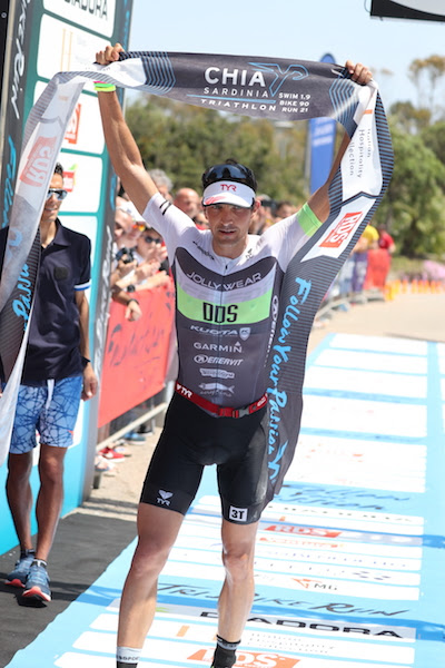 Chia Sardinia Triathlon 70.3: Daniel è d'oro nel weekend di Follow Your Passion.